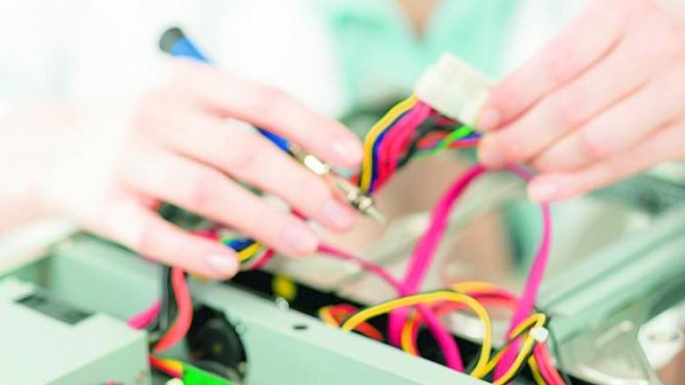 Las mujeres siguen siendo reticentes a las carreras técnicas